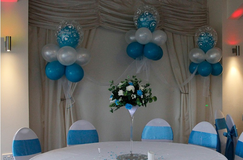 Balloon decoration hire mobile disco birmingham for Balloon cluster decoration